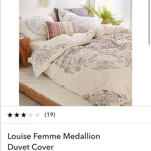 Louise Femme Medallion Duvet Cover